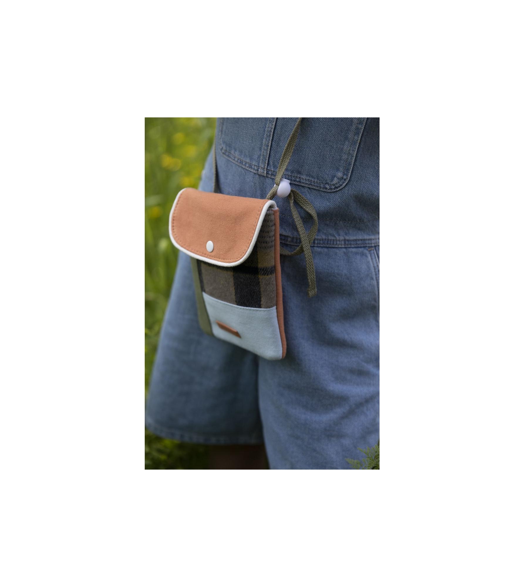 1801679 - Sticky Lemon - wallet bag - wanderer - sandy beige checks - style shot 04.jpg